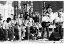 under african skies - musik dan manela